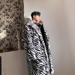 Abrigos de piel de hip hop de hombres online-Hip masculina mujeres Streetwear Moda Vintage Hop gruesa chaqueta Prendas de abrigo Patrón cebra capa de piel falsa de largo