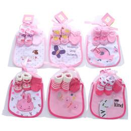 Designer de algodão Bebê Recém-nascido Roupas de Bebê Recém-nascido Meias + luvas + Babadores 3 pcs princesa bebê recém-nascido menina roupas de grife meninos Infantis Desgaste A3090 de