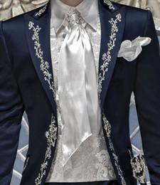 атласные штаны для мужчин Скидка Navy Blue Satin Embroidery Mens Party Prom Suit Groom Tuxedos Groomsmen Wedding Blazer Suits For Men Stylish (Jacket+Pants)
