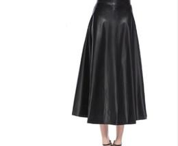 Falda de cuero de imitación de cintura alta online-Las mujeres de cuero Negro Falda otoño invierno de alta cintura largo de la llamarada falda femenina punky de Harajuku de cuero de imitación del patinador Faldas Y19060301