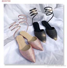 Canada Rough avec des sandales baotou Nouvelle mode Embout en cuir de vachette soyeux brillant avec du diamant d'eau et des sandales à talon bas Offre