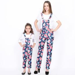 pantalon mère fille Promotion 2019 NOUVELLE maman et moi vêtements Vintage mère et fille vêtements jarretelles pantalon vêtements de famille florale Rome Imprimer Bib Pant