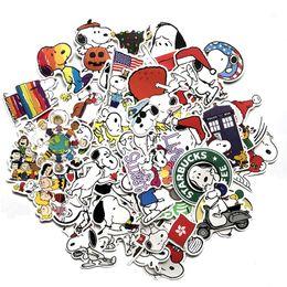 helm aufkleber Rabatt 62 STÜCKE Snoopy Cartoon Aufkleber Amerikanischen Cross Border Versorgung Koffer Aufkleber Fahrrad Skateboard Helm Aufkleber