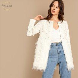 2019 casaco branco redondo para pescoço White And Jacket Lady Pérola adornadas à pele do falso em torno do pescoço Outono Vestuário Casual Mulheres Casacos Brasão de escritório desconto casaco branco redondo para pescoço