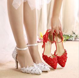 Zapatos de novia de cuentas blancas online-Hermoso blanco rojo encaje zapatos de boda zapatos de tacón alto zapatos de mujer zapatos de boda nupcial sandalias zapatos de novia princesa abalorios de cristal en punta