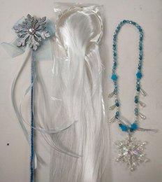 Palo de vestir online-Nueva Snow Queen Dress II para chicas copo de nieve copo de nieve colgantes de los collares + arco + palillos blanco pelucas 3pcs / set Niños Cosplay Accesorios M921