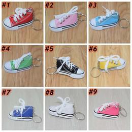 2020 llavero zapatillas 12 zapatos de color zapatilla de deporte de lona 3D Llavero de la novedad del anillo dominante 7.5 * 3.5 * 4cm Zapatos del sostenedor de la cadena dominante de bolso colgante, Regalos y recuerdos ZZA1482 llavero zapatillas baratos