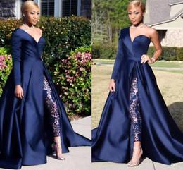 Blauer schulteroverall online-Dubai One Shoulder Overalls Abendkleider Hosenanzüge A Line Navy Blue High Split Langarm Formelle Party Kleider Celebrity Kleider