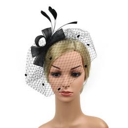 Sıcak satış Moda Kadınlar Fascinator Şapka Tüy Örgü Şapka kadınlar için Kurdela Ve Tüyler Düğün Şapka nereden mevsim kılları tedarikçiler