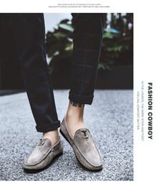 Koreanische faule schuhe online-2019 neue Pelzerbsen Schuhe Männer Leder koreanische faule Schuhe britische Tendenz weichen Boden Fahrschuhe Großhandel