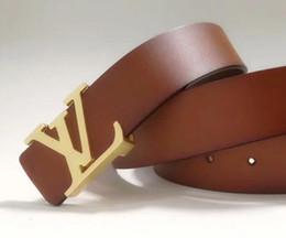 El cinturón arqueado de subbuckle de oro, plata y negro con un ancho de cinturón de 3.8 cm es adecuado para todo tipo de hombres y mujeres desde fabricantes