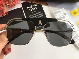 8435310ee5166 Autêntico Designer De Luxo Aviador Óculos De Sol Da Moda dos homens e  mulheres marca clássico ao ar livre Óculos Quadrados crânio logotipo UV400  lente ...