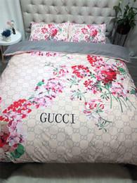Kız Çiçek Baskı Yatak Malzemeleri Tam Mektup Moda Logo Yatak Örtüsü 4 ADET Avrupa Ve Amerika Kraliçe Yatak Setleri cheap girls full beds nereden kızlar için komodinler tedarikçiler