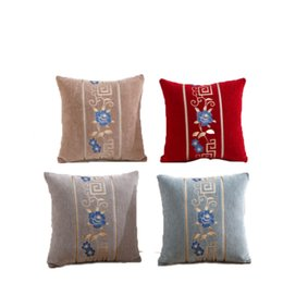 2018 New Chenille Taies d'oreiller brodées Style Classique Européen Rouge Bleu Taies d'oreillers Polyester Fleur et Plantes Housses de Coussin Imprimé ? partir de fabricateur