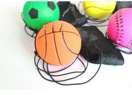 Bandas de juegos online-Venta caliente 2019 Aleatorio 5 Estilo Juguetes Divertidos Bouncy Fluorescente Bola De Goma Muñequera Bola Juego de mesa Juego Divertido Elastic Ball Antiestrés 300
