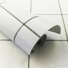 Papel de parede lattice on-line-Muro Black White Lattice Etiqueta Wallpaper Waterproof Quarto Dormitório simples Decore Supplies Auto Furar TV Fundo Creativo 13yfC1