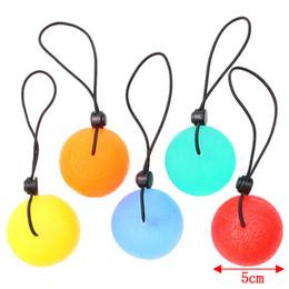2020 pelota de terapia Ejercicios Squeeze Ball, Fitness Hand Therapy Balls, Kits de ejercicios para el hogar, Hand Grips Hand Exercise Balls Power Ball con cuerda negra pelota de terapia baratos