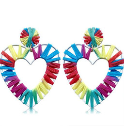 Rainbow Rattan Raffia Pendientes colgantes hechos a mano Colorido Corazón Pendientes colgantes Pendientes de aro de paja ligeros para mujeres niñas desde fabricantes