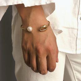 2019 brazalete de latón africano Moda perla Shell mano brazalete del brazalete para las mujeres simples de alambre de oro pulsera abierta geométrica Boho regalo de la joyería