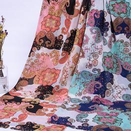 Deutschland Chiffon- 75D ethnische Blumenweinlese druckte Kleidmaterial, das weichen breathable Schalbluse DIY-Fertigkeitgewebe 1 Meter fallenläßt cheap chiffon fabric material Versorgung