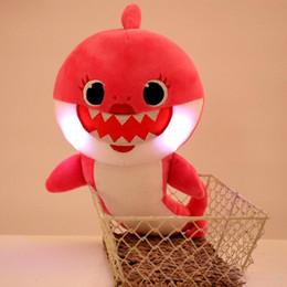 Sıcak satmak PinkFong Kawaii Bebek Köpekbalığı Dolması Bebekler Light Up Müzik Sıkmak Ses Karikatür Peluş Oyuncaklar Singing S ... nereden