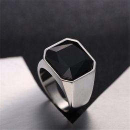 2019 anello di fidanzamento stile coreano color argento Moda Uomo Signet anelli in acciaio inox Band con Black Stone Inlay Ring per gli uomini Vintage Biker Jewelry Bague Anel Masculino