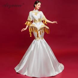 a89327d1fd967 Spectacle de scène moderne Cheongsam Long Pompon Robes Femmes Robe De  Soirée Chinoise Style Oriental Hôte Robe Qipao Blanc Robe Orientale styles  d habillage ...