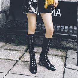 2019 scarponi aperti a ginocchio LOOZYKIT 2019 moda Nuove scarpe Stivali da donna Rivetto nero sopra lo stivale al ginocchio Sexy Stivali da donna autunno inverno Lady Stivali alti scarponi aperti a ginocchio economici