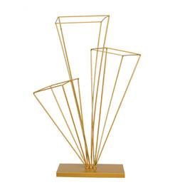 Columnas de suministros de boda online-Tres columnas Flower Stand Iron Art Table Centerpieces Road Lead Decoración de la boda Suministros Flores Stand Golden White Creative 35hlC1