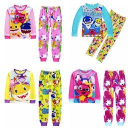 Ropa interior online-Kids Baby Shark Pijamas 5 Estilos Baby Cartoon INS Trajes interiores Camiseta de manga larga Pantalones 2pcs Conjunto de ropa Conjuntos 50 sets OOA6369