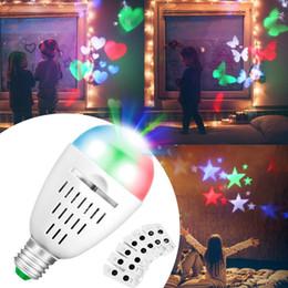 2019 le lampadine di natale rotanti Proiettore Lampadina Luci natalizie Indoor Auto Rotating 4 LED Moving Dynamic Fiocco di neve Film Pattern Decoration Lampada Babyroom Night Light sconti le lampadine di natale rotanti