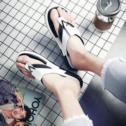 2019 pantoufles à semelles épaisses Version sud-coréenne 2019 de pantoufles à semelles épaisses et de sandales personnalisées pour hommes d'été promotion pantoufles à semelles épaisses