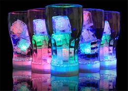 Deutschland Party-Deko-Blitz Eiswürfel Wasseraktivierter Blitz Led-Licht Automatisches Einsetzen in den Wasser-Trink-Blitz für Partyhochzeitsbars Versorgung