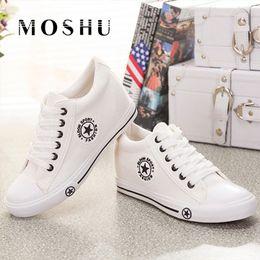 90558f8048 Sapatilhas de verão Cunhas Sapatas de Lona Das Mulheres Sapatos Casuais  Feminino Bonito Branco Cesta Estrelas Zapatos Mujer Formadores 5 cm Altura  tenis ...