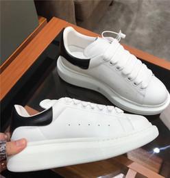 Женская свадебная плоская белая обувь онлайн-Beat Designer обувь тренеры Светоотражающие 3M белой кожа платформа кроссовки женщины Mens плоская вскользь партия Свадебная обувь замша Спорт Кроссовки