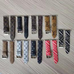 bracelet pour montre intelligente Promotion Luxe pour les bracelets de montre Apple, bracelets intelligents, série iWatch 4 3 2 1 Bracelets en cuir PU PU, boucle de sport 42 / 44mm 38 / 40mm