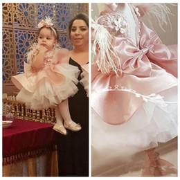 kinder-feder-spitzenkleider Rabatt Lace Top ärmellose Ballkleid Blumenmädchen Kleider Feder Tüll Kids Formal Wear Mädchen Pageant Party Kleider 2020 Kommunion Kleid