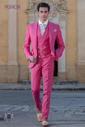 розовое свадебное платье для мужчин Скидка Мода Ярко-Розовый Жених Смокинги Пик Отворотом Жениха Мужские Свадебное Платье Отличный Человек Куртка Блейзер 3 Шт Костюм (Куртка + Брюки + Жилет + Галстук) 941