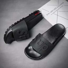 Tipos de sandália on-line-Chinelos para homens e mulheres na moda desgaste exterior novo tipo de sandálias, genuíno, de luxo, elegante, individual ao ar livre à prova de deslizamento macio Bo
