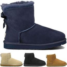 Zapatos de skate de invierno online-WGG Bowknot snow Botas de media hebilla de cristal Botón invierno Australia Moda clásica Zapatos altos de cuero real Bailey mujeres arco Botines UGG UGGS uggs ugg Ugg Uggs