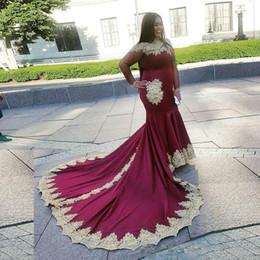 Plus La Taille Bourgogne Sirène Afrique Du Sud Robes De Soirée Haut Col Illusion Robe De Célébrité Avec Des Appliques Or Robe Occasion Spéciale ? partir de fabricateur