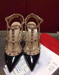 sandália lisa de marca stiletto Desconto 2019 sapatos de marca europeia Moda Couro Genuíno Senhoras Planas Sandálias de Designer de alta qualidade sapatos de couro com rebite Sapatos de Salto Alto