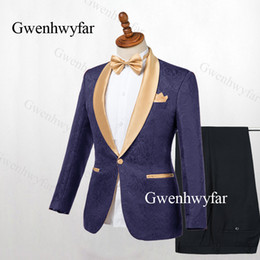 Свадебные костюмы мужские золотые онлайн-Gwenhwyfar Мужские костюмы темно-синий белый слоновая кость 2019 жаккардовые смокинги жениха золотые шали отворот мужские костюмы свадебные костюмы (куртка + брюки)