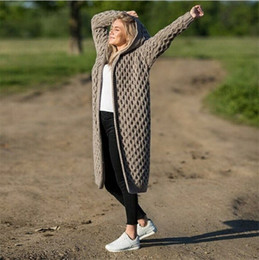 Diseñador invierno sombreros damas online-Patrón de flaid Suéteres para mujer Cárdigan Abrigo de diseñador con sombrero Ropa de punto Moda Damas Invierno Ropa larga