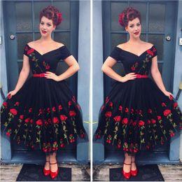 2019 vestes bordadas Mulheres Estilo Vintage Rose Vestidos Femme Robe Bordado Vestido De Noite Retro Vestido Strapless Vestido Até Vestido vestes bordadas barato