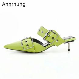 2019 minze grüne hausschuhe Neuankömmling Hausschuhe besetzt Schnalle Schuhe Frau Spitz Metall Ferse Sommer Rutschen Mintgrün Echtleder Rutschen günstig minze grüne hausschuhe