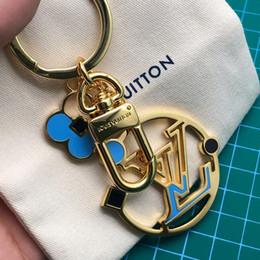 Caixas de embalagem ornamento on-line-Top Quality Designer de luxo chaveiro chaveiros Acessórios de Moda saco de enfeites de saco pingente de carro pingente de embalagem caixa de presente M67287