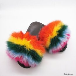 Zapatillas de niños pvc online-Venta al por mayor Real Fox Zapatillas Kids Rainbow Neon Color Toldder Fur Child Home Slides Girls Mapache Super Fluffy Cute Flat Summer