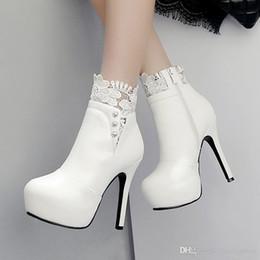 Großhandel Herbst Weiße Hochzeit Schuhe 2017 Sexy Frauen Stiefel Spitze Dünne High Heel PU Stiefeletten Spitz Toe Fliege Stiefel Größe 34 42 Von