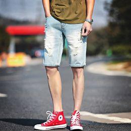 Сломанные джинсовые шорты онлайн-Super Handsome Youth Denim Shorts Summer Trend Fit Straight Jeans New Mens Comfortable Broken Hole Knee Length Jeans